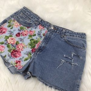 London Jeans Classic Shorts S14 distressed NWOT
